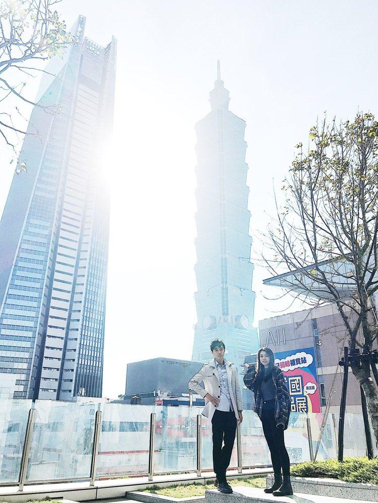 遠百信義A13打卡亮點,可以拍到台北101的戶外露台。記者江佩君/攝影