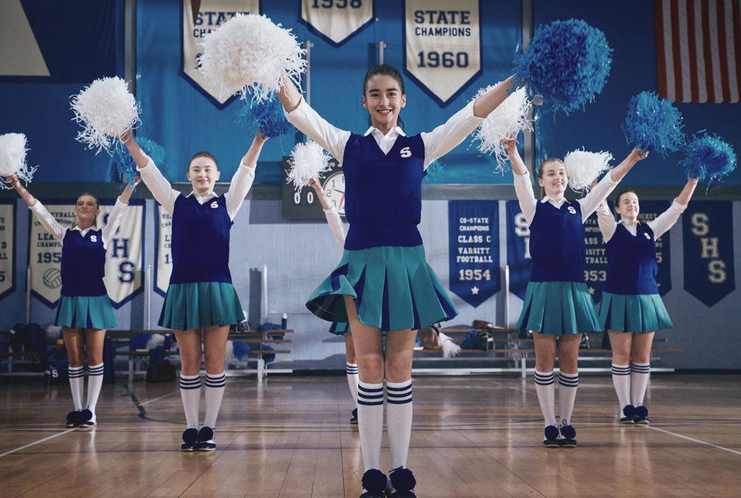 李宛妲為「葉問4:完結篇」特別練啦啦隊舞。圖/華映提供