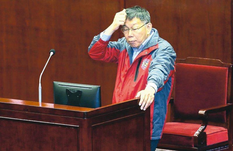 台北市長柯文哲上午針對「卡神」楊蕙如疑似透過辦WTA網球公開賽拿標案,到市議會進行專案報告,面對議員的質疑,柯文哲面露難色。 記者林俊良/攝影