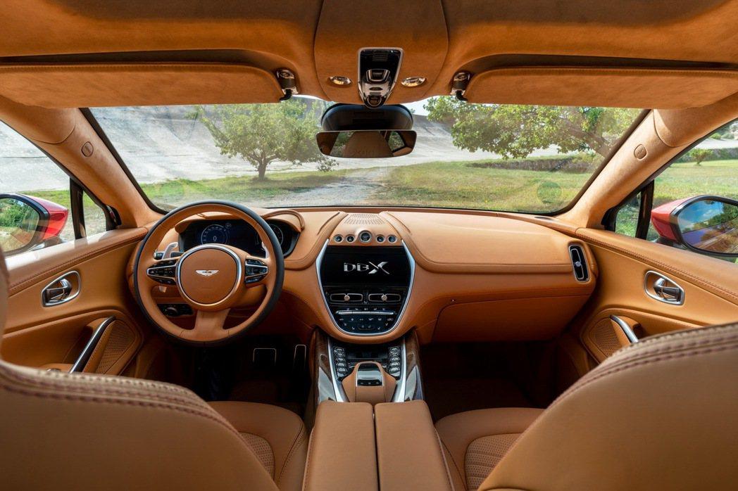 DBX內裝同樣呈現頂級車款質感。 圖/Aston Martin提供