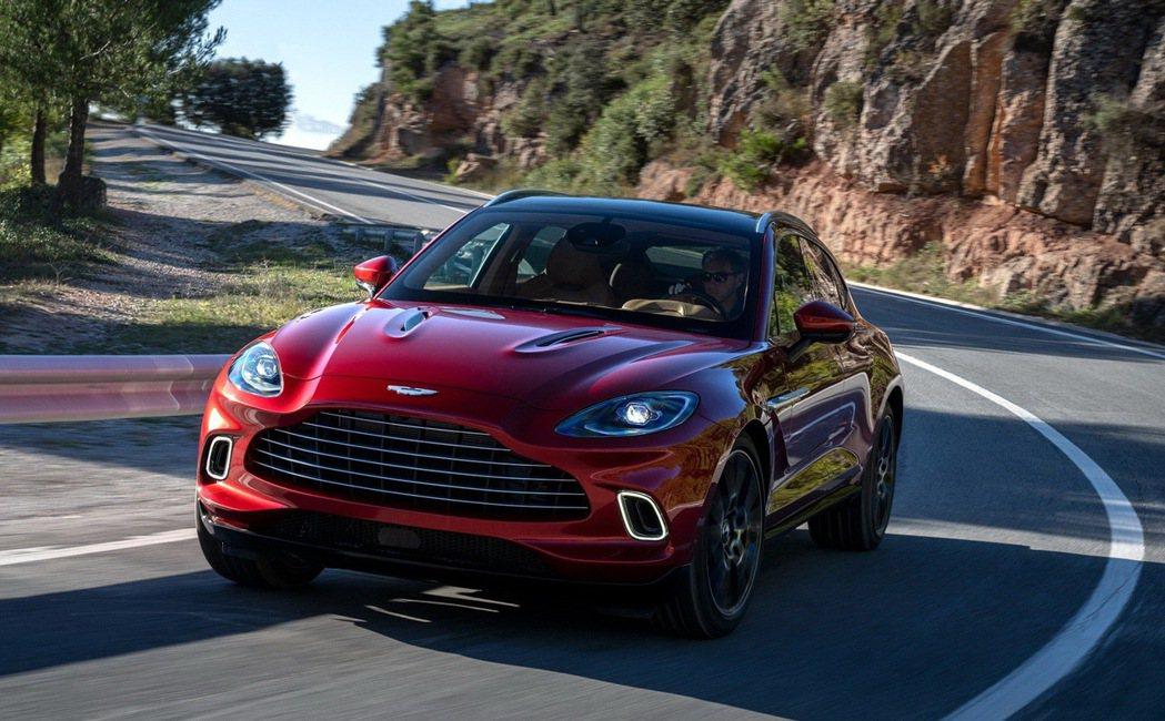 Aston Martin要靠DBX讓年銷量翻倍。 圖/Aston Martin提...