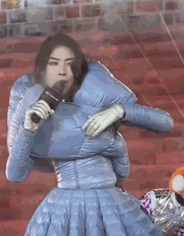 陳慧琳被凍到表情失控。圖/擷自微博