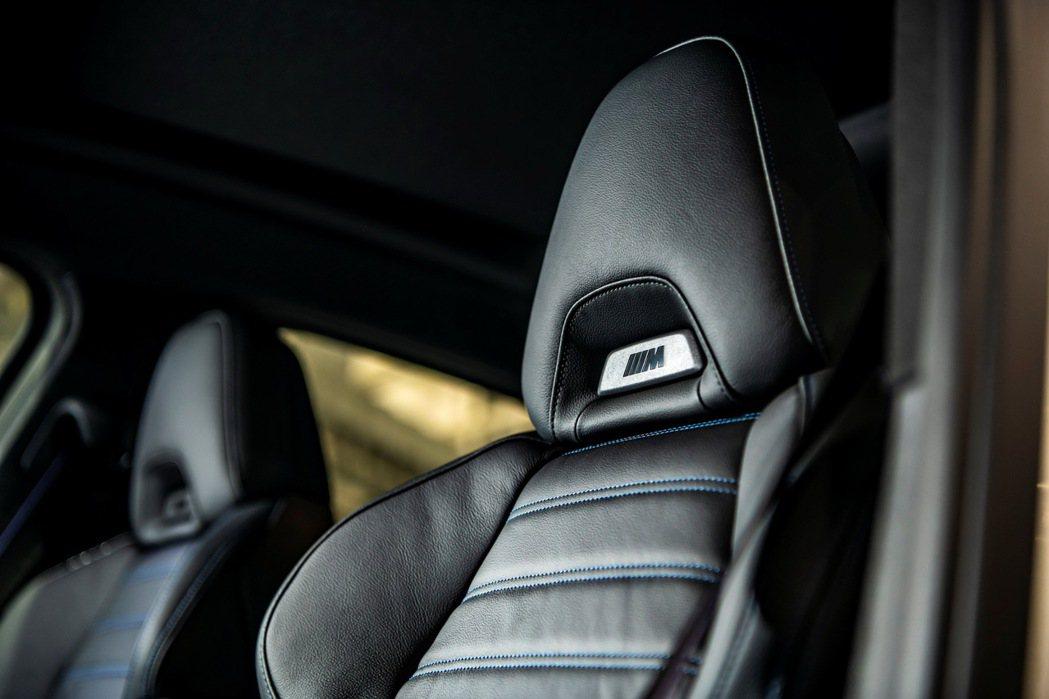 極富運動風格外觀設計且具有絕佳包覆性的M款雙前座跑車,打造出車室獨一無二的熱血氛...