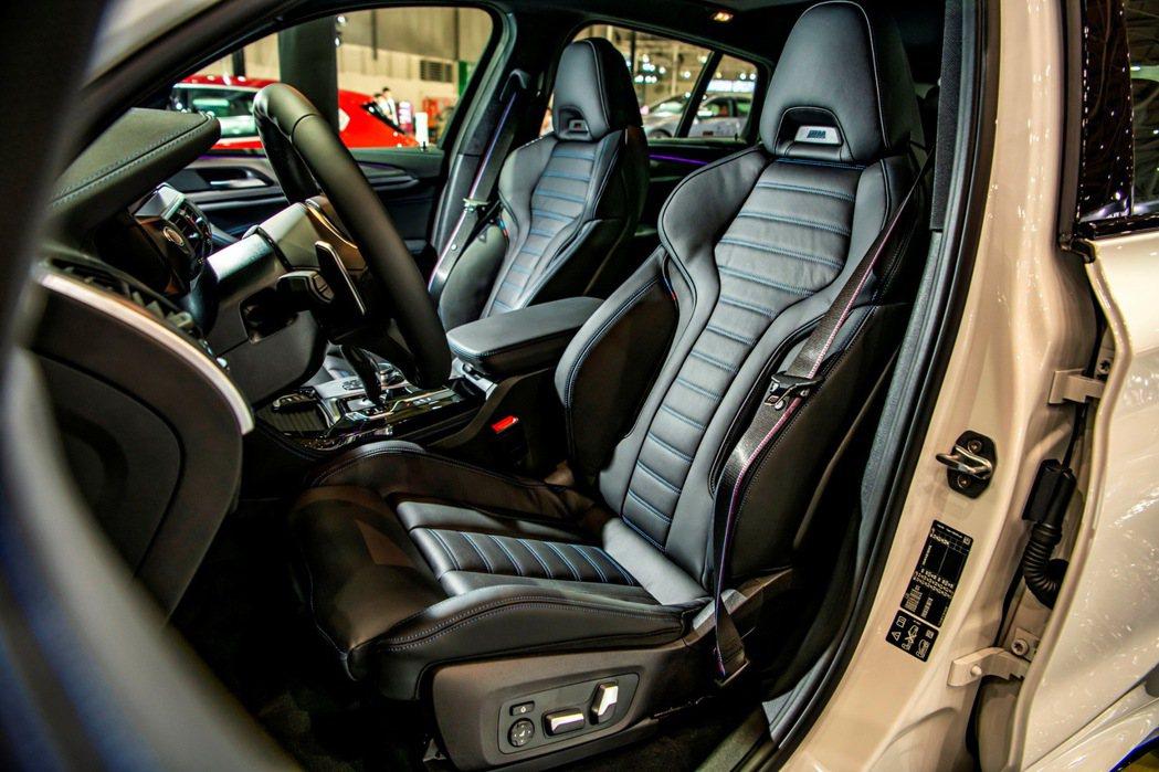 M款雙前座跑車座椅搭配M款縫線安全帶,除凸顯強烈BMW M專屬跑格魅力之外,更為...