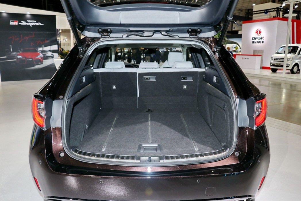 超大後廂表現正是Corolla Touring sports的最大特色。 記者陳...