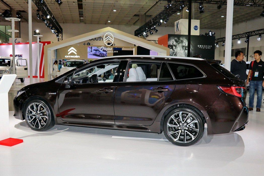 Corolla Touring sports多出一截尾巴提供更好載物功能。 記者...
