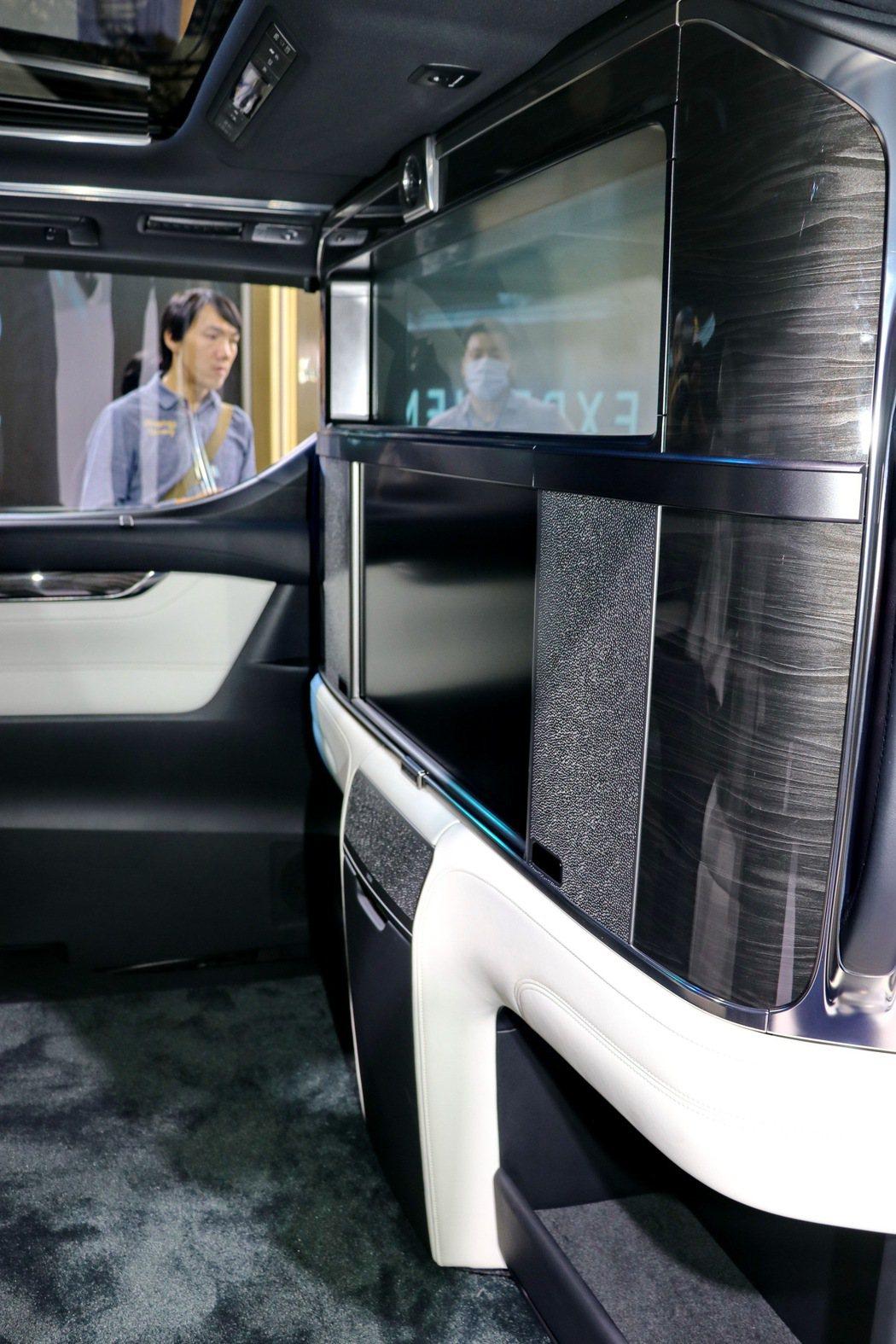 四人座設計提供更加專屬尊榮的乘坐體驗,就像是專屬VIP包廂般的隱蔽。 記者陳威任...