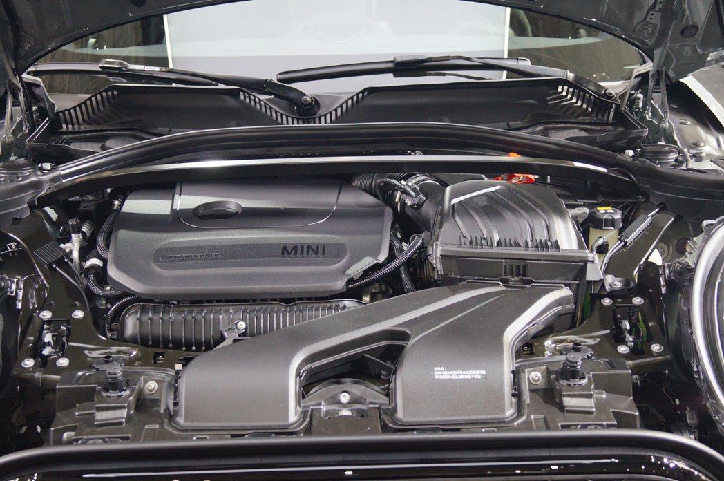 2.0升雙渦流渦輪增壓引擎,最大馬力提升74hp來到306hp,扭力部分也從35...