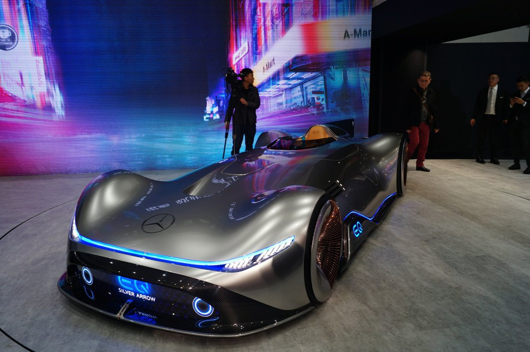 Mercedes-Benz Vision EQ Silver Arrow 。 記...