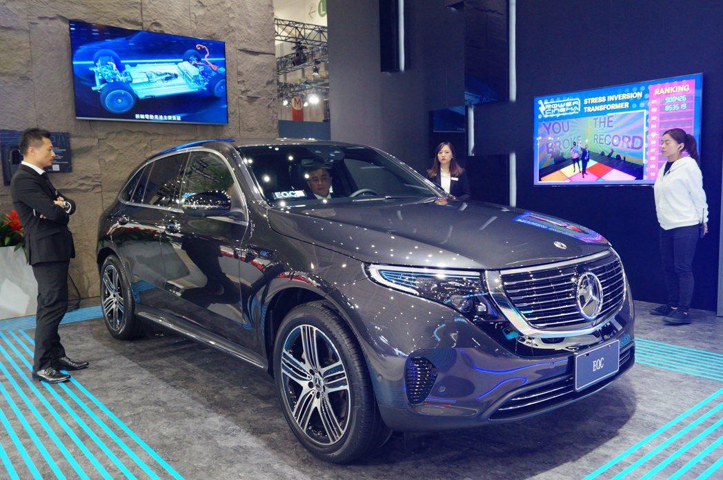 Mercedes-Benz EQC使用賓士110 kW快速充電系統,僅僅40分鐘...