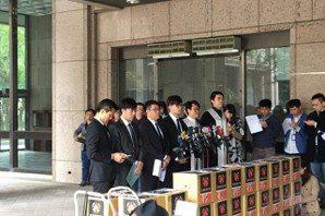 罷韓開始!3萬罷免連署書送至中選會 最快明年5月投票