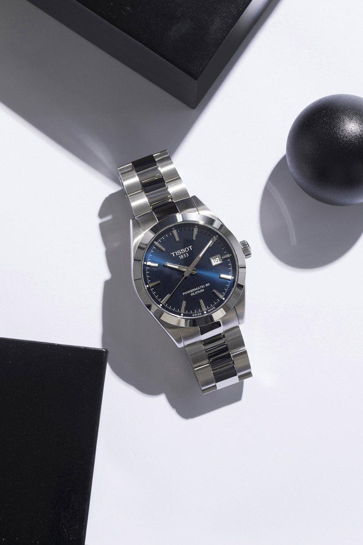 天梭表Gentleman紳士系列腕表,藍色表盤搭配不鏽鋼表殼、表鍊,搭載POWE...