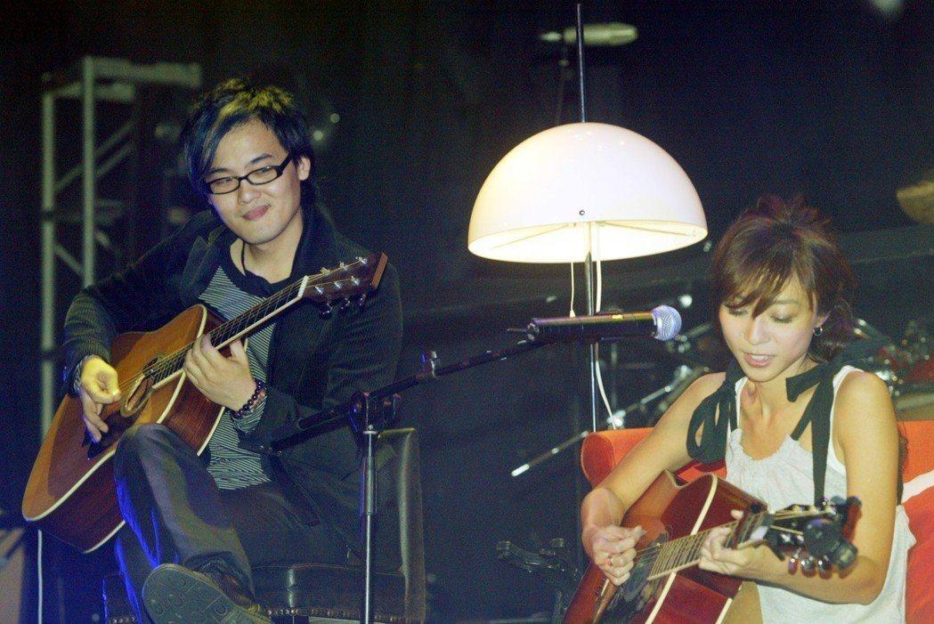 陳綺貞(右)今年5月宣布和相戀多年的製作人男友鍾成虎早已分手2年。圖/聯合報系資...
