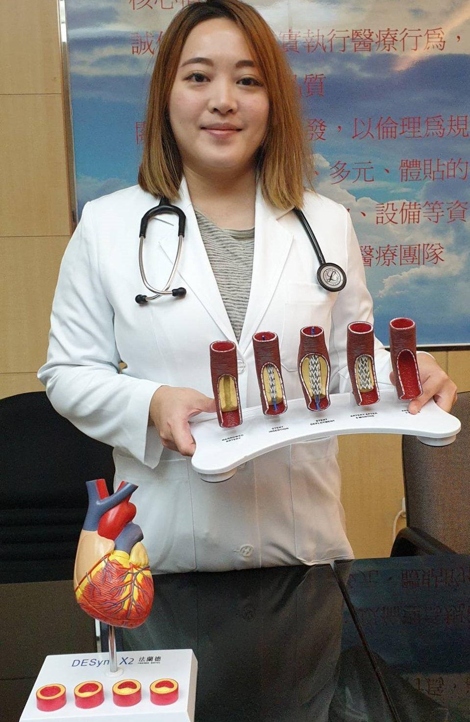 吳靜如醫師說研究和統計都顯示,香菸含有許多可能危害心血管疾病的物質,包括尼古丁、...