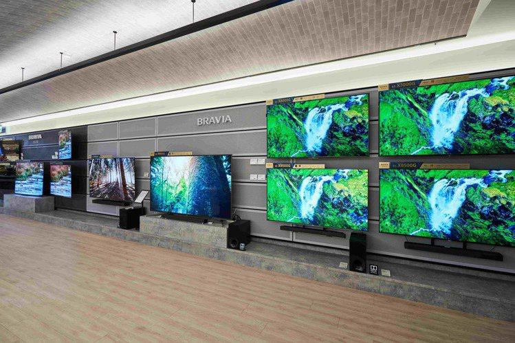 超有氣勢的電視牆,完整展示全系列商品,並透過情境式體驗讓消費者感受產品魅力。圖/...