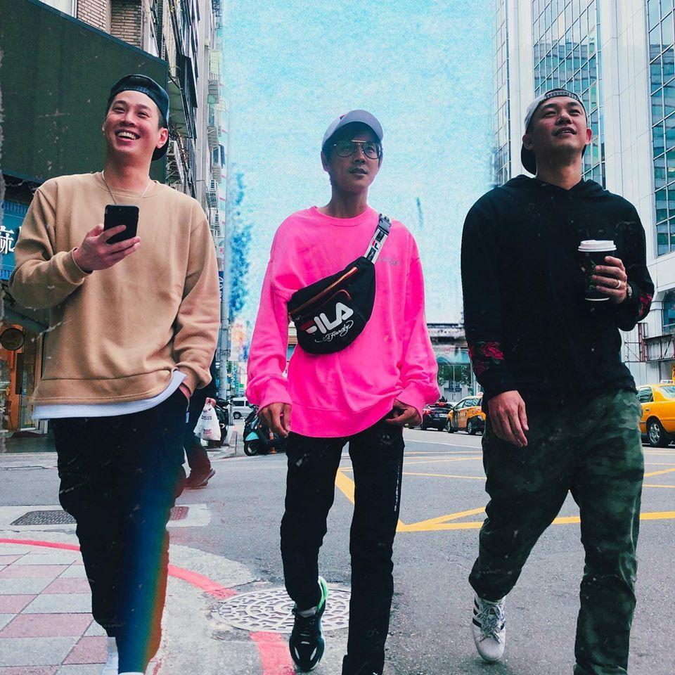 白家綺的老公吳東諺(左起)、阿翔和阿Ben街拍。圖/白家綺臉書