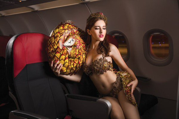 所有在照片中可見的服飾或是材質,都是來自回收再利用的物品製作。圖/越捷航空提供