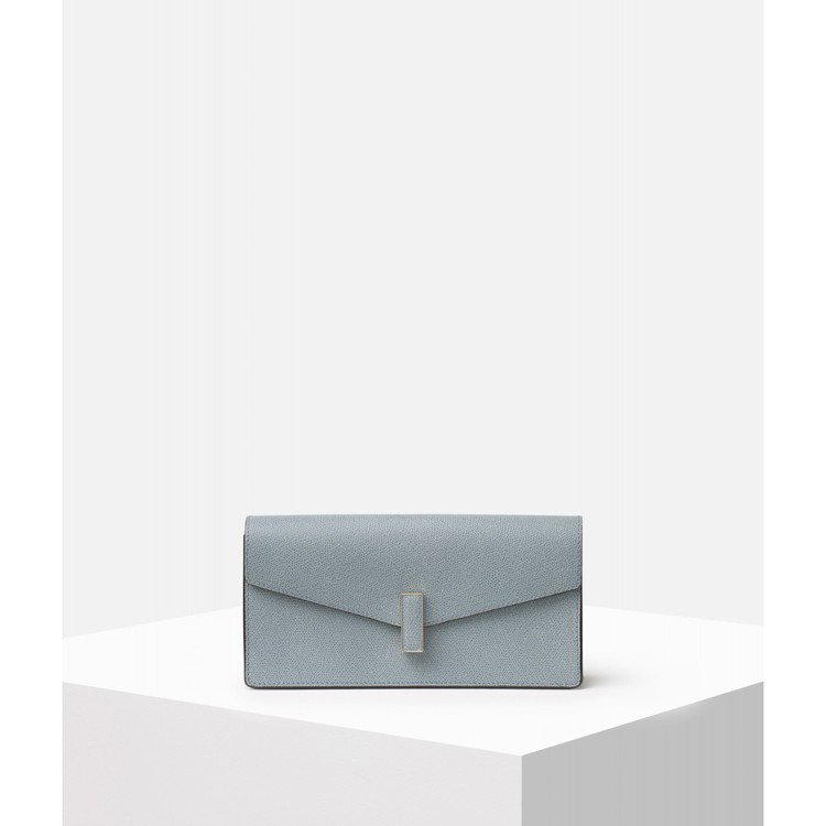 Valextra Iside系列長夾,售價55,980元。圖/ART HAUS提...