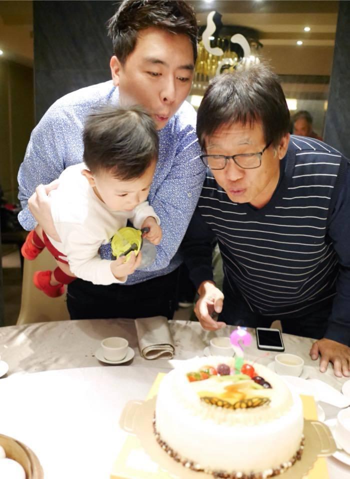 梁赫群(左)過去常不知跟梁修身聊什麼,現在有了孩子,父子話題都繞著小朋友轉。圖/...