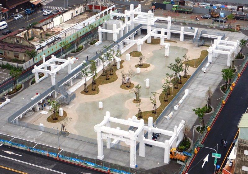 位在台南市中西區的中國城景觀工程已經完工,預計2月底開放。圖/台南市都發局提供
