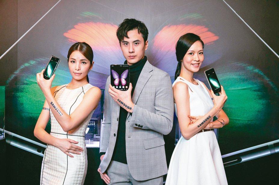 三星電子宣布首款摺疊手機Galaxy Fold將於明年1月4日正式在台上市。 圖/台灣三星電子提供