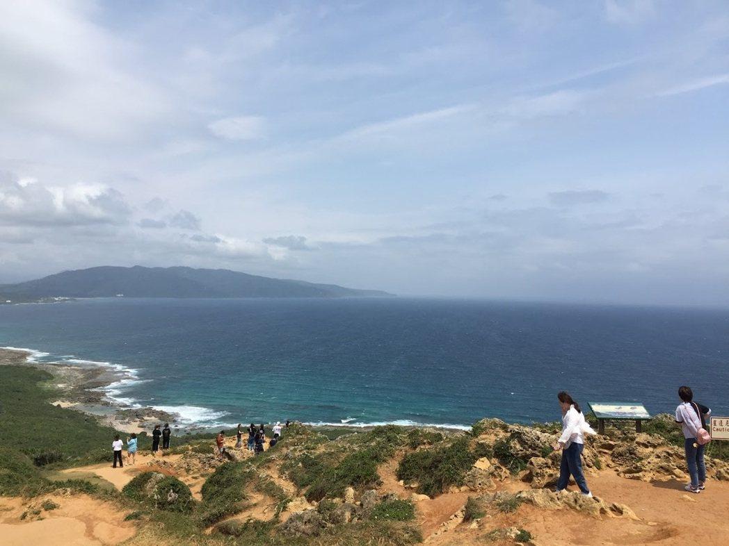 墾丁龍磐公園三面環海,是極佳的眺望點。圖/聯合報系資料照片