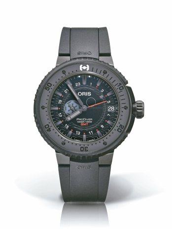 ORIS,STAR WARS黑武士限量聯名腕表,約11萬8,000元。 圖/各業...