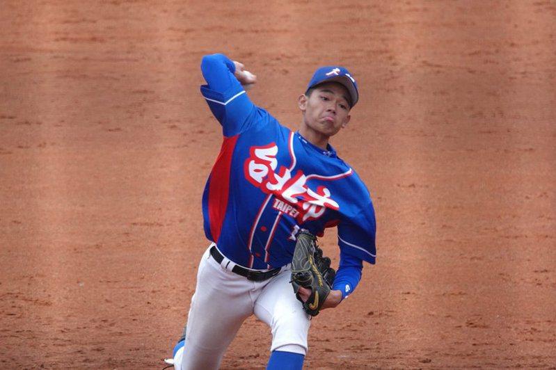 曹祐齊為中職退役球星、台北城市科技大學棒球隊總教練曹竣崵的兒子,突出的球速和身材條件是球探追逐的焦點。 中央社