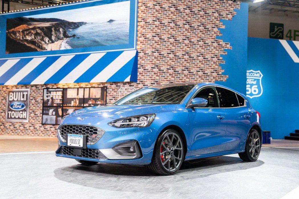 歡慶Ford Focus銷售破萬台,Ford在2020世界新車大展特別展出車迷引...