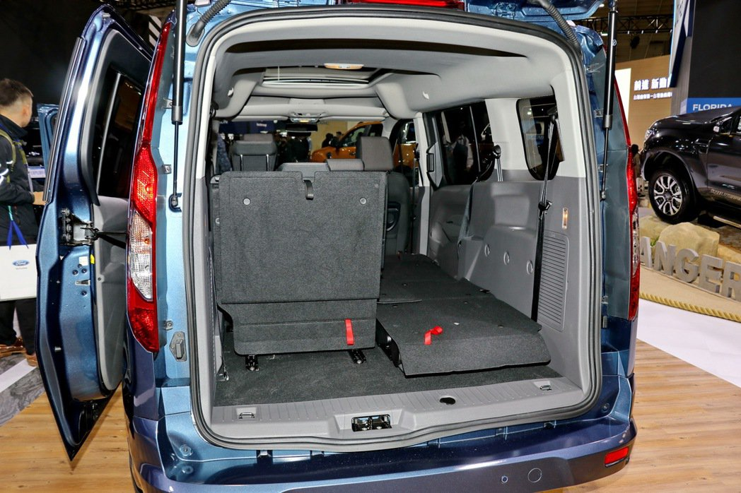 Ford Tourneo Connect的空間變化相當多元。 記者陳威任/攝影