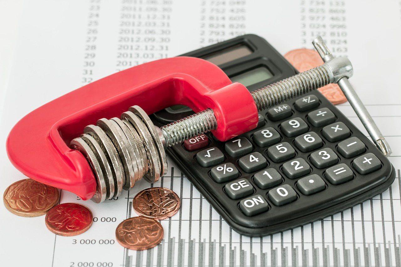 退休前應以「累積資產」為目標,退休後則著重「穩定現金流」,保守型的投資人靠ETF...