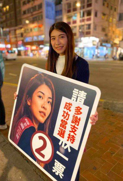 香港23歲的仇栩欣在此次區議會選舉中獲勝,被CNN評為亞洲推動變革的年輕代表之一...