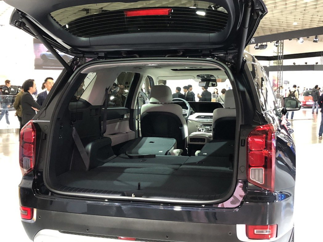 Hyundai Palisade 後座全數傾倒後。 記者黃俐嘉/攝影