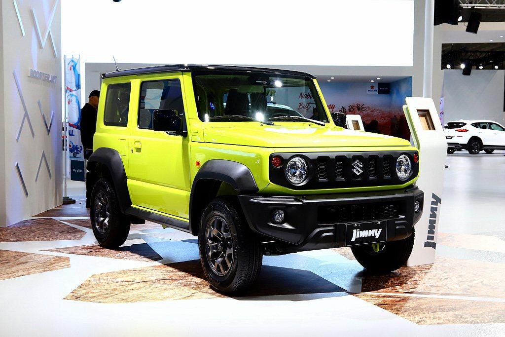 Suzuki Jimny以粗曠硬派外觀搭配直覺實用的內裝設計,一舉拿下世界年度風...