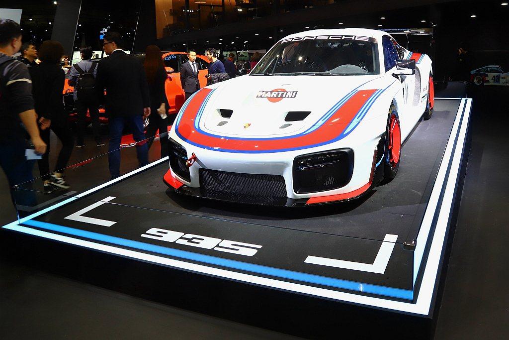 Porsche 935以911 GT2 RS高性能跑車為基礎,結合誇張的車身造型...