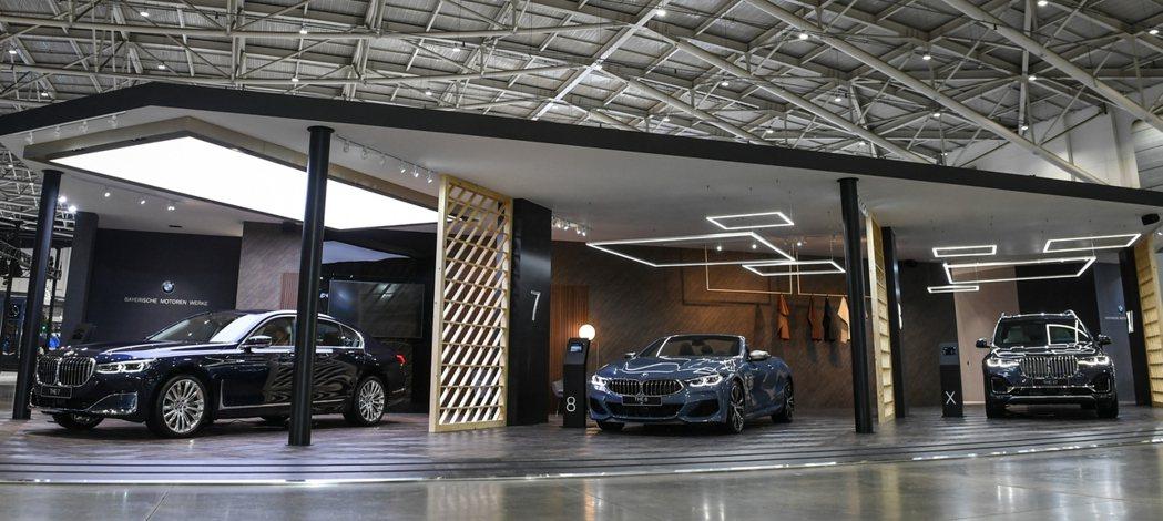 「BMW Luxury Class」展區透過獨立的展出空間營造尊貴不凡的感受,帶...