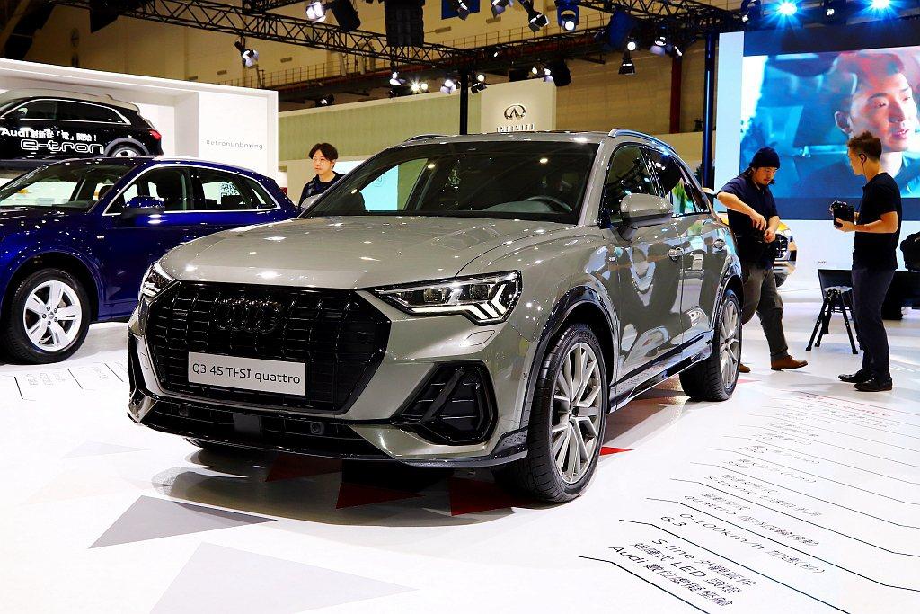 大改款Audi Q3承襲全新世代休旅家族設計語彙,車身外觀相較上一代更俐落,車頭...