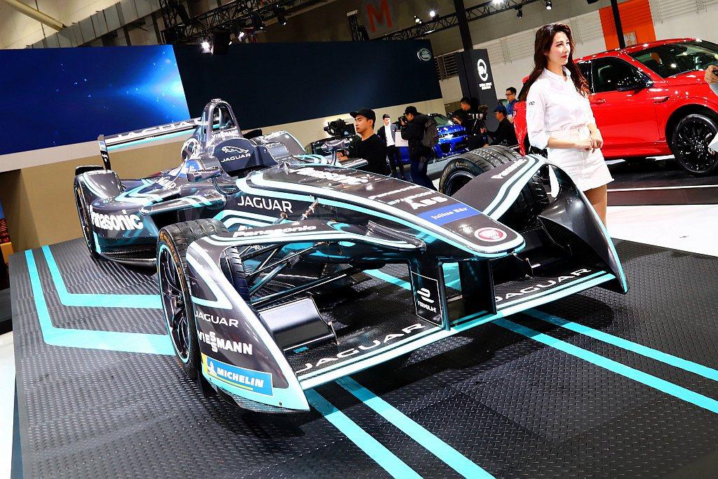 Jaguar電動方程式賽車I-Type,擁有高達225kw的性能輸出與225km...