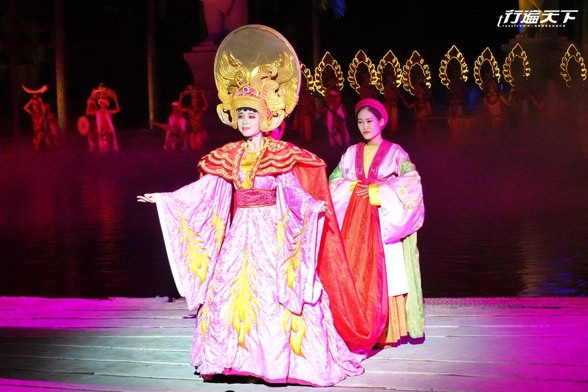 會安記憶舞台華麗演出皇室歷史經典劇情。
