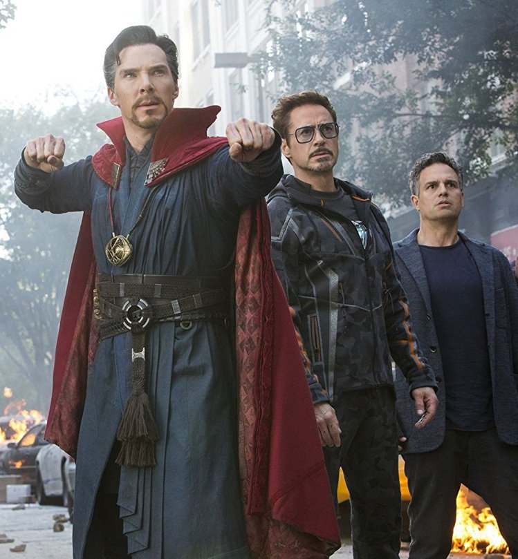 奇異博士在「復仇者聯盟:無限之戰」中與鋼鐵人、未變身浩克的布魯斯班納都有互動。圖...