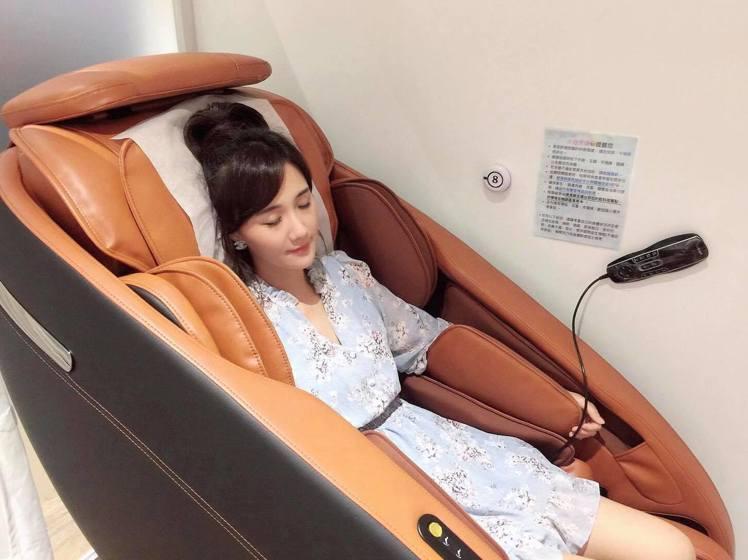 藝人何妤玟推薦舒適按摩椅,讓身心靈都放鬆。圖/取自何妤玟 Winnie Ho 粉...