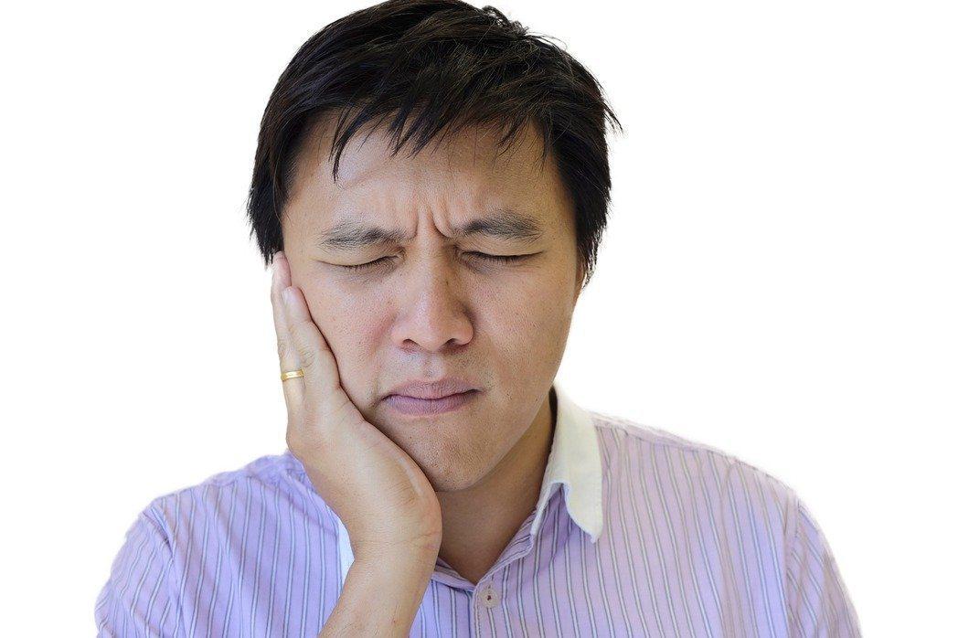 日前一名患者牙齒拔光後,還是持續疼痛,後來輾轉來到心臟內科診間就診,才被發現有心...