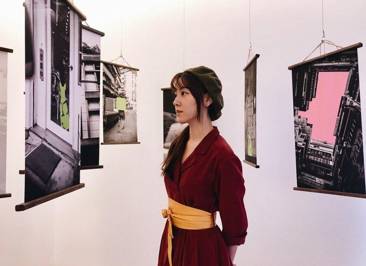 蔣雅文與其攝影作品。記者江佩君/攝影