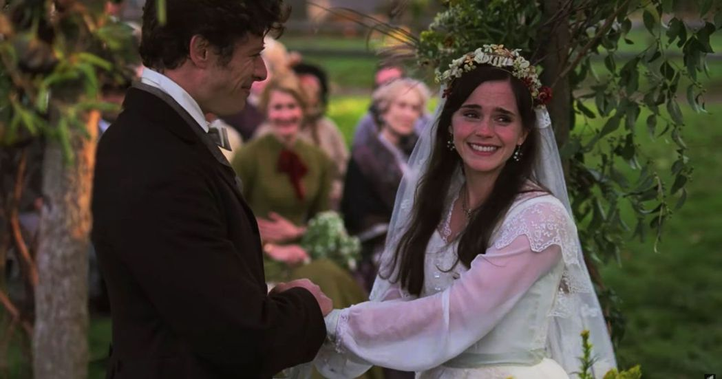 艾瑪華森扮演的大姐梅格出嫁。圖/翻攝自YouTube