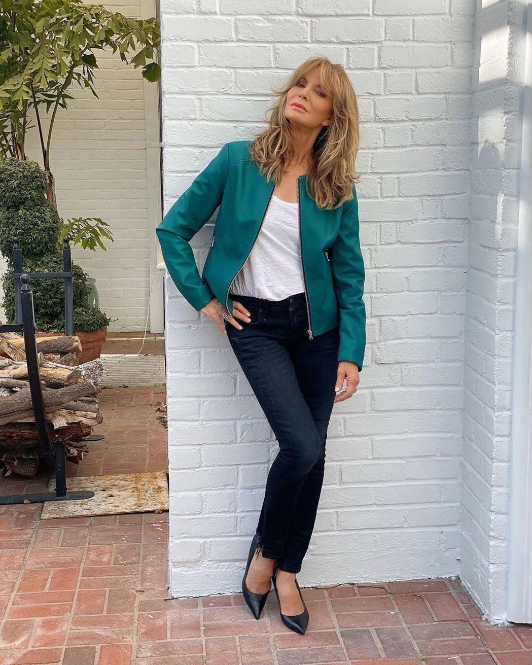最經典「霹靂嬌娃」賈桂琳史密斯年過70仍優雅。圖/摘自Instagram