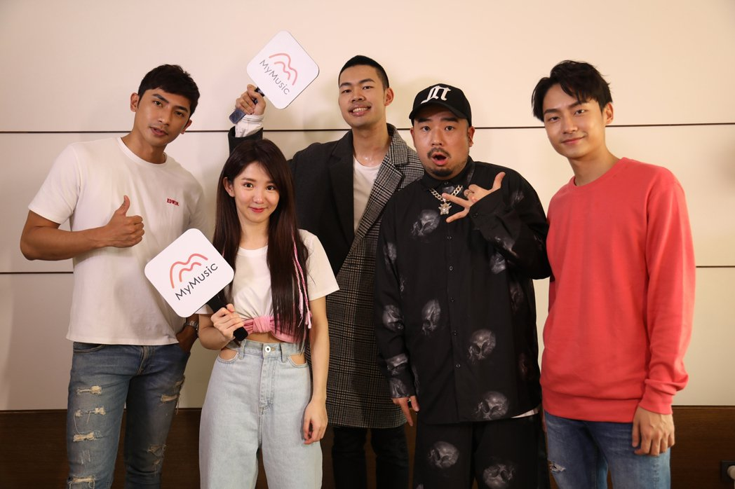 鄭楠鐘(左起)、郭書瑤、陳大天、阿達和大鶴。圖/MyMusic提供