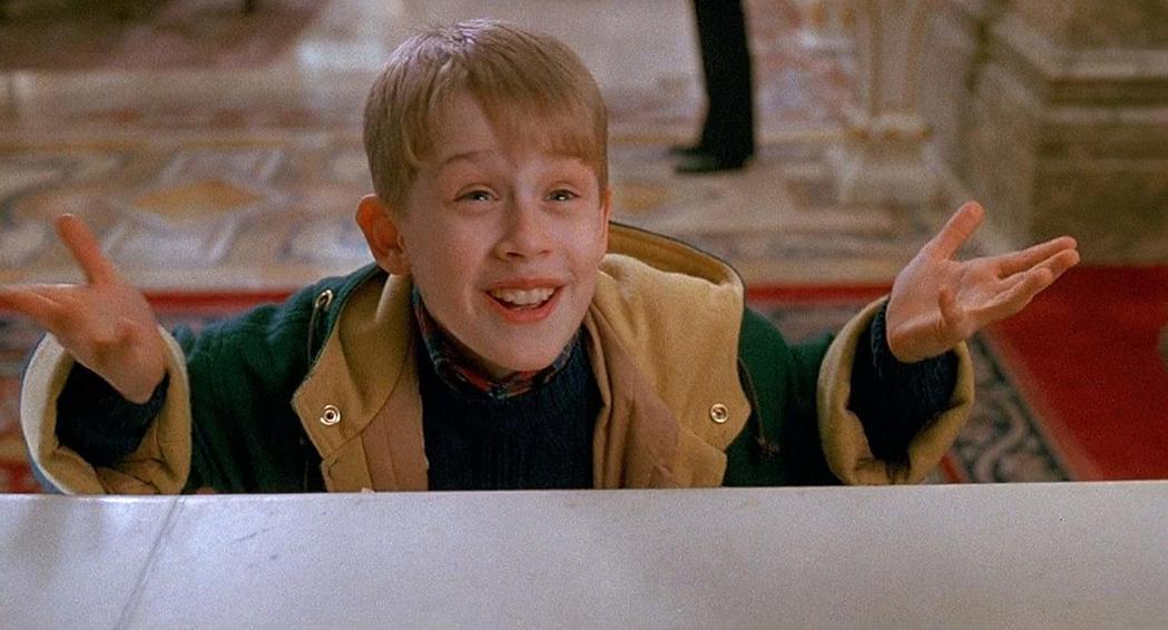 「小鬼當家2:紐約迷途記」是歐美耶誕假期很容易重播的經典耶誕電影。圖/摘自imd...