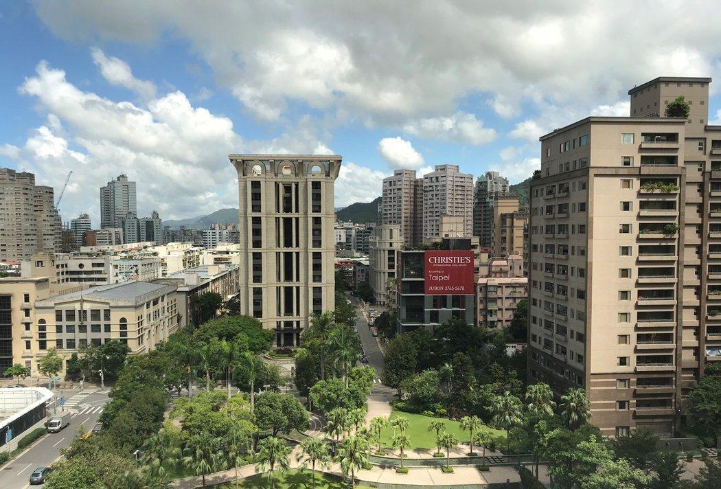 台北市政府取消5層樓以下房屋設有電梯的加價規定(即房屋稅額再加20%),將於20...