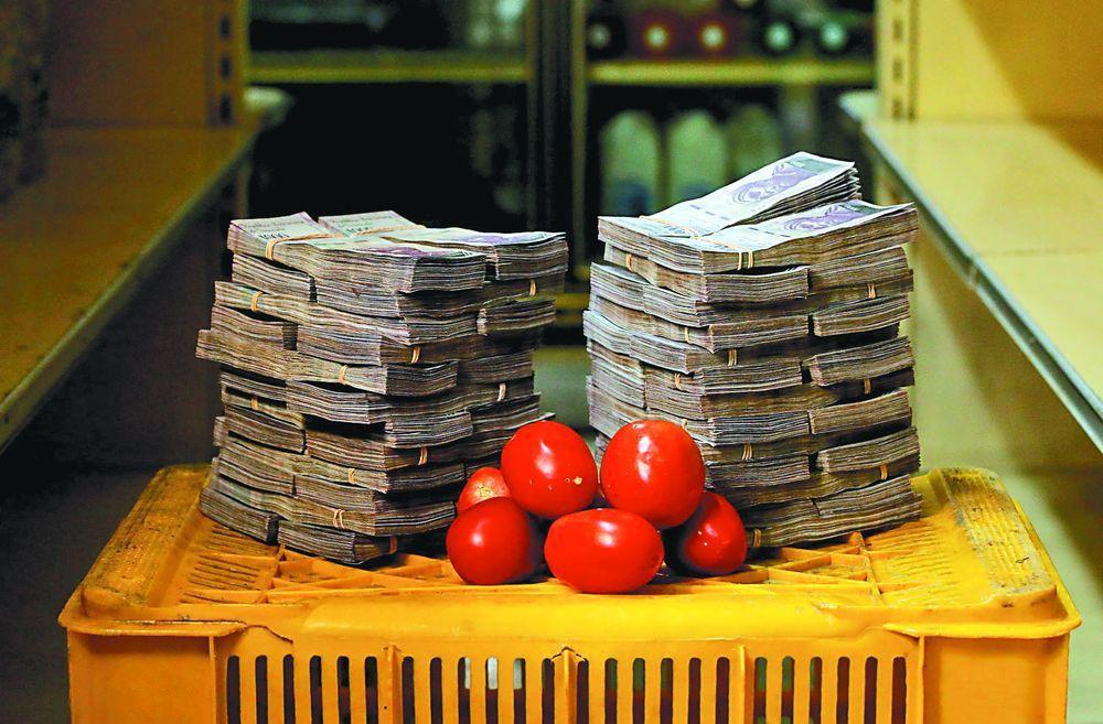 委內瑞拉貨幣嚴重貶值,去年8月1公斤番茄約等於500萬元當地貨幣(約台幣23元)...