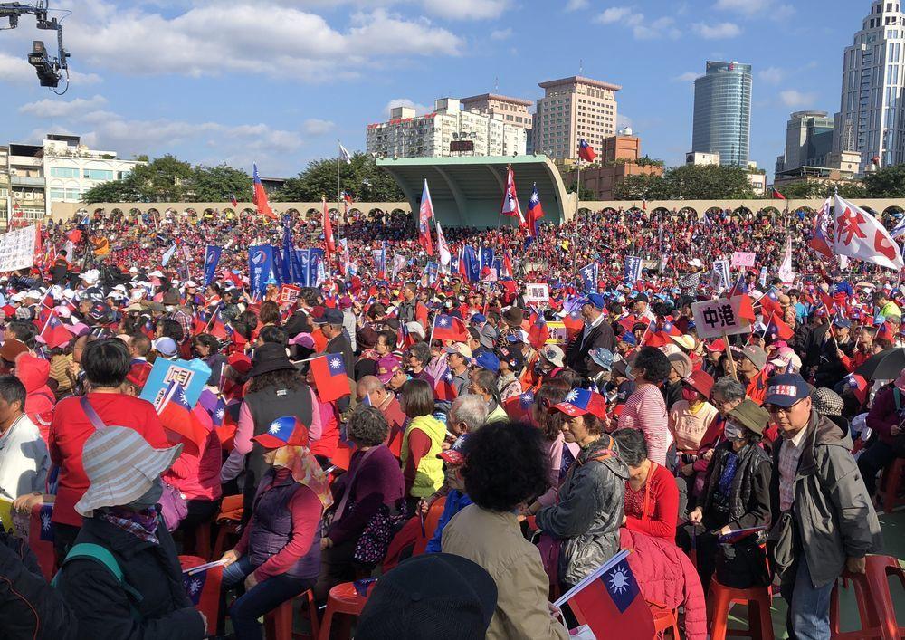 韓國瑜日前在板橋第二運動場舉辦造勢活動,主持人表示現場超過6萬人。記者王敏旭/攝...
